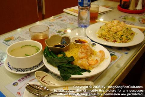 Tsui Wah Restaurant ดูโต๊ะข้างๆ แล้วสั่งตามนั้นนะครับขอเตือน