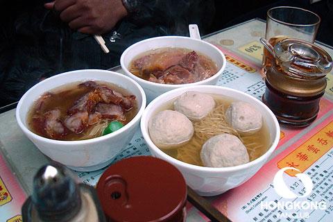 WING WAH NOODLE SHOP ลูกชิ้นหมูไส้หมูสับกระเทียมพริกไทย