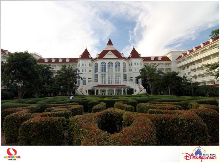 Disneyland Hotel : โรงแรมหรูระดับ 5 ดาว พร้อมพบปะเหล่าการ์ตูนดังของดิสนีย์ได้แบบใกล้ชิด