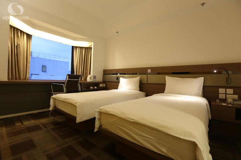 Travelodge Kowloon Hotel โรงแรมใหม่ ราคาไม่แพง Free wifi ตรงข้าม Temple Street แหล่งช๊อปปิ้งและอาหารยามดึก