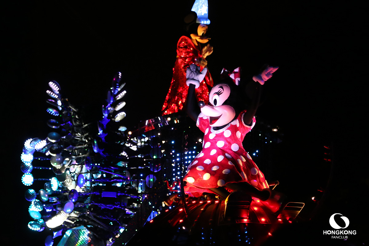 พาเหรด Disney Paint the Night