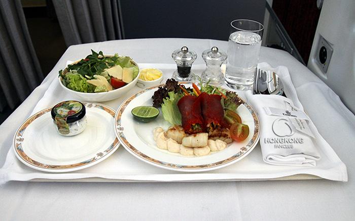 บินสบายๆ กับบริการสุดหรูระดับ First Class จาก Emirates